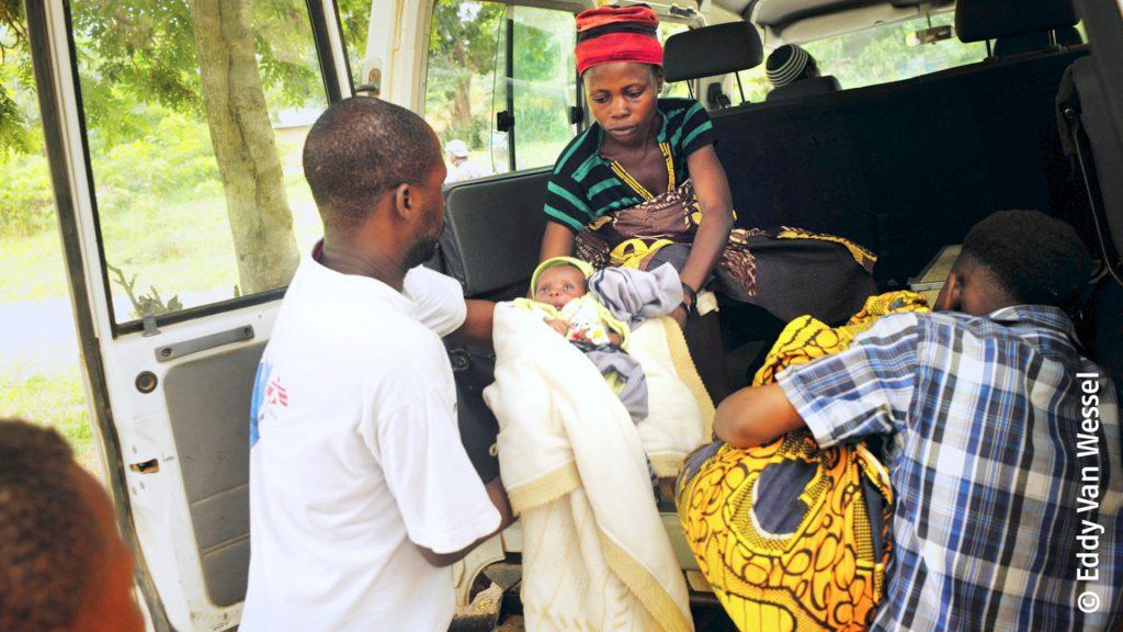 Това дете се нуждае от спешна помощ в болница в Барака, подкрепена от Лекари без граници. То страда от сериозно маларийно заболяване.